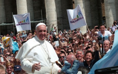 1920px-Pope_Francis_among_the_people_at_St._Peter's_Square_-_12_May_2013