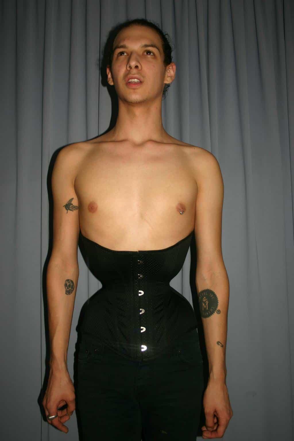 Extrem Small Waist Nudes 49
